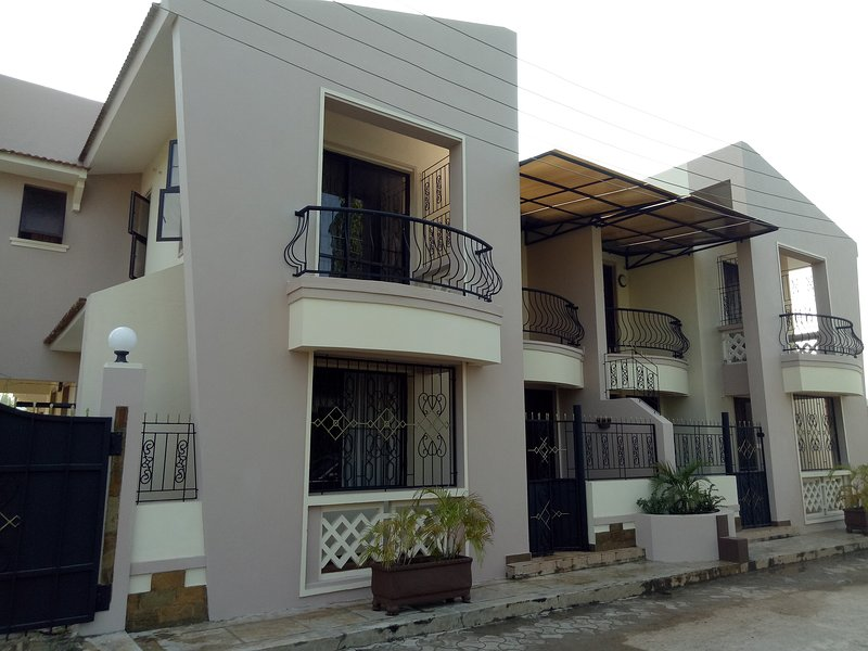 Spacious 4 bedroom Maisonette, holiday rental in Mombasa