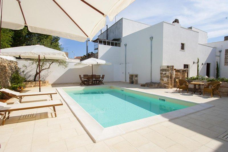 Luxury Courtyard Mono - Racale, location de vacances à Felline