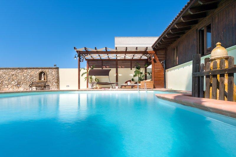 Luxury Pool Chalet, casa vacanza a Marina di Mancaversa