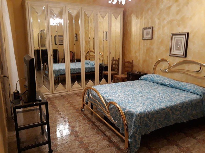 Spacious apartment with terrace, location de vacances à Floridia