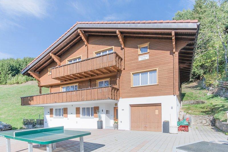 Chalet Viola (ganzes Haus), vacation rental in Tujetsch