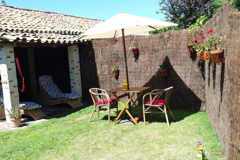 Nice apt with garden & terrace, holiday rental in Encinas de Abajo