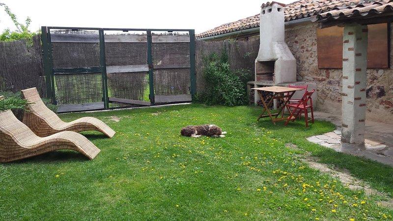 Beautiful apt with garden & terrace, holiday rental in Encinas de Abajo