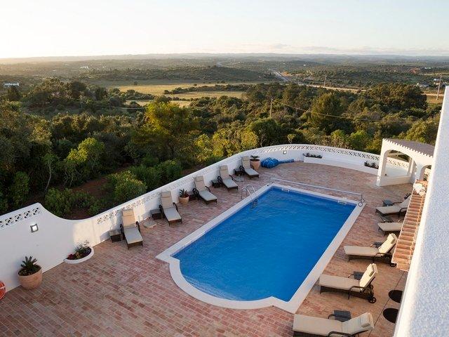 Alto da Cerca Villa Sleeps 10 with Pool and Air Con - 5718217, location de vacances à Bensafrim