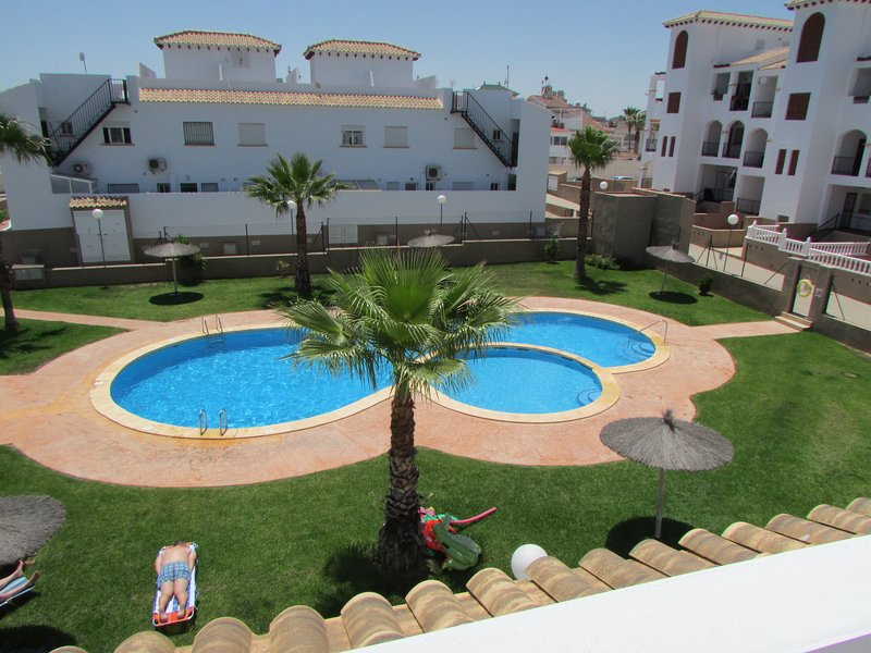 Lovely 2-Bed House in Punta Prima, Orihuela Costa, vacation rental in Punta Prima