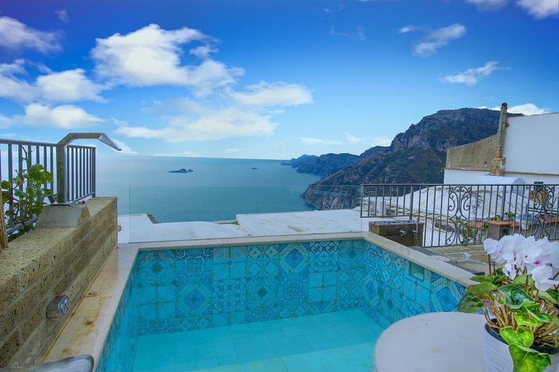 Sea-view villa and Jacuzzi in Positano - Nocelle - 2 bedrooms, holiday rental in Nocelle