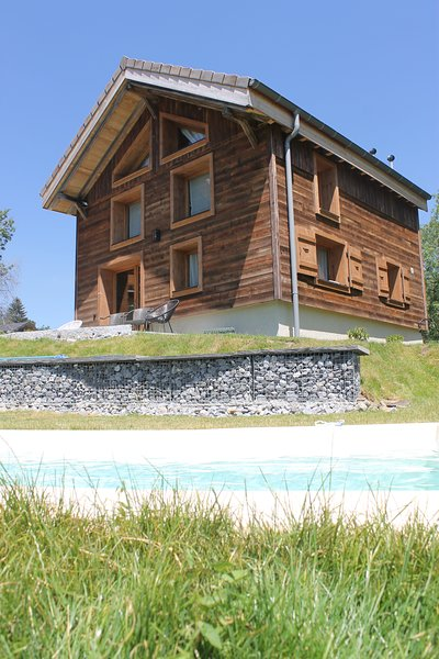 Nice chalet with pool access & Wifi, vacation rental in La Roche-sur-Foron