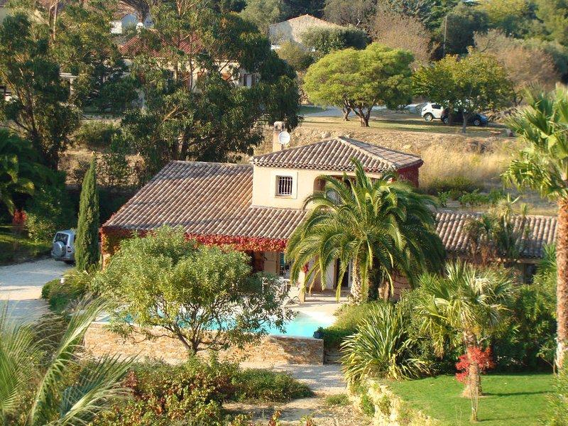 Magnfique villa provençale piscine privée chauffée à 2 pas du village et mer !, holiday rental in Saint-Cyr-sur-Mer