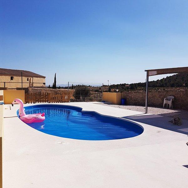 Big villa with swimming-pool & Wifi, alquiler vacacional en Bullas
