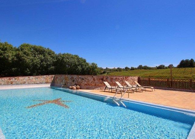 Estombar Villa Sleeps 5 with Pool Air Con and WiFi - 5718196, holiday rental in Estombar