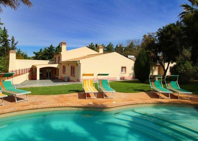 Estombar Villa Sleeps 16 with Pool Air Con and WiFi - 5718188, holiday rental in Estombar