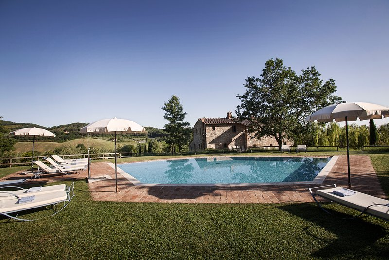 Podere Sant'Albino private villa with pool and A/C. Walking distance to a town!, location de vacances à Montepulciano
