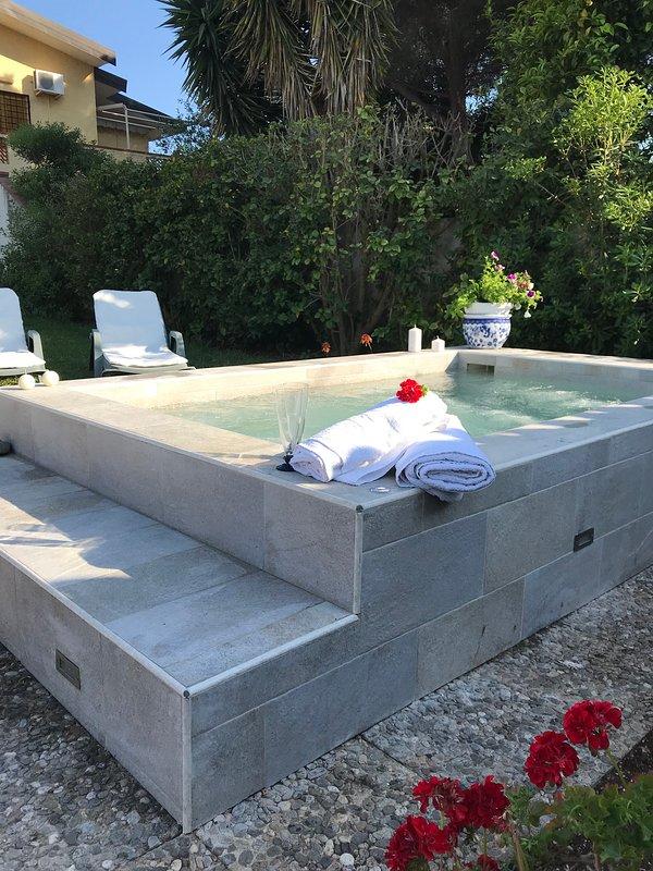 hydromassage pool