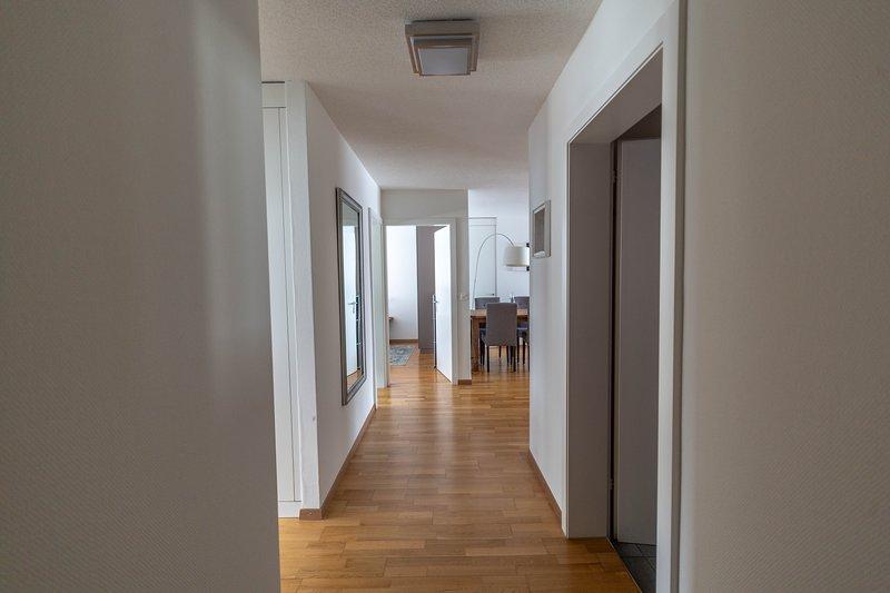 ZR Zurich Relocation - Everything but ordinary - 2BR apartment Hösch 5, holiday rental in Zurich