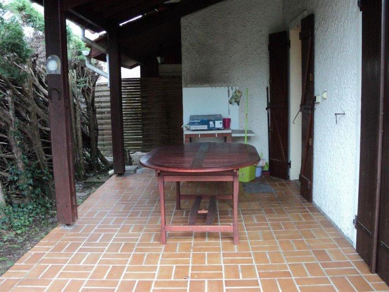 Nice house with terrace & Wifi, Ferienwohnung in Saint-Michel-Escalus
