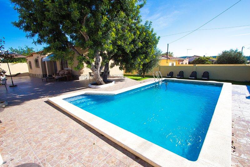 Catalunya Casas: Adorable Villa St. Marti, close to the beach of Sant Salvador! – semesterbostad i Reus
