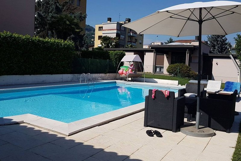 Apartment with shared pool, vacation rental in Caslano