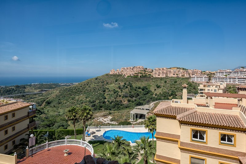 Superb appartment 2 bedrooms 2 bathrooms sea  view to rent, vacation rental in Sitio de Calahonda