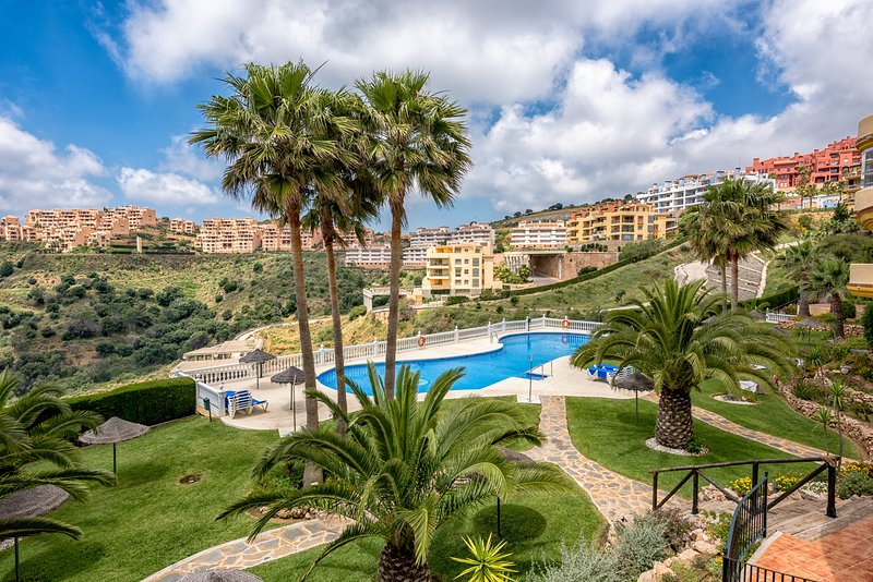 Superbe appartement 2 chambres 2 SDB vue mer, holiday rental in Sitio de Calahonda