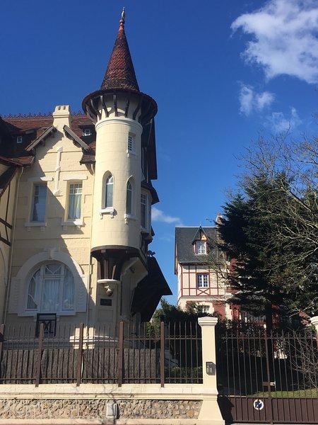 Angelunette proche des Célèbres Planches de Deauville – semesterbostad i Deauville City