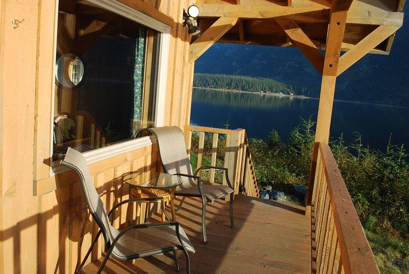 The Gathering Place Cabin #1, beach access, private deck, kitchenette, location de vacances à Haines