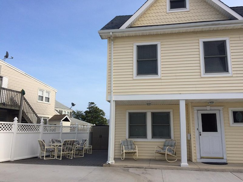 Summer Rental - Catering to Families & Retirees! CLEAN, near Beach & Boardwalk, holiday rental in Point Pleasant Beach