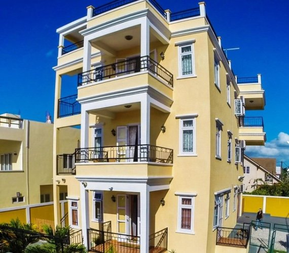 Trou Aux Biches Self Catering Apartment 1 with sea view, alquiler vacacional en Triolet