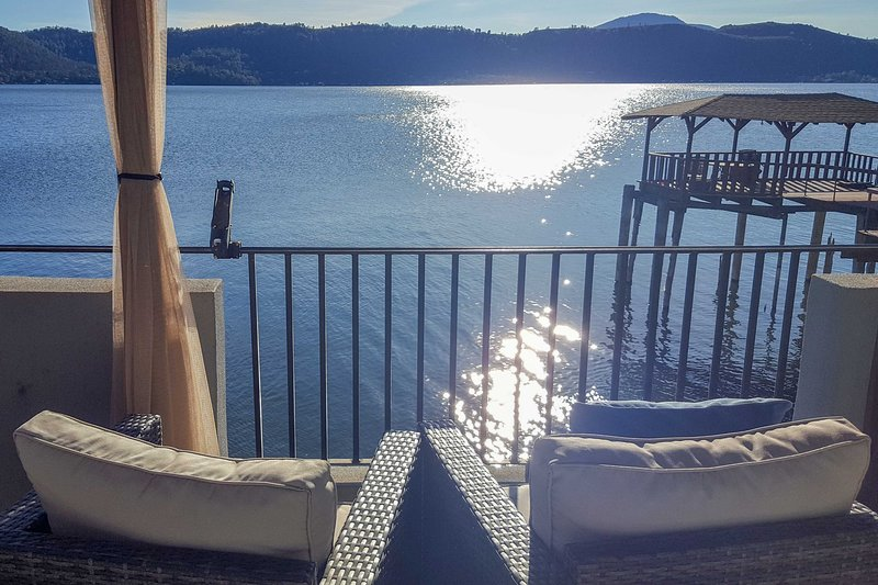 Lakefront Retreat w/ Dock, Paddle Boards & Kayaks!, holiday rental in Soda Bay