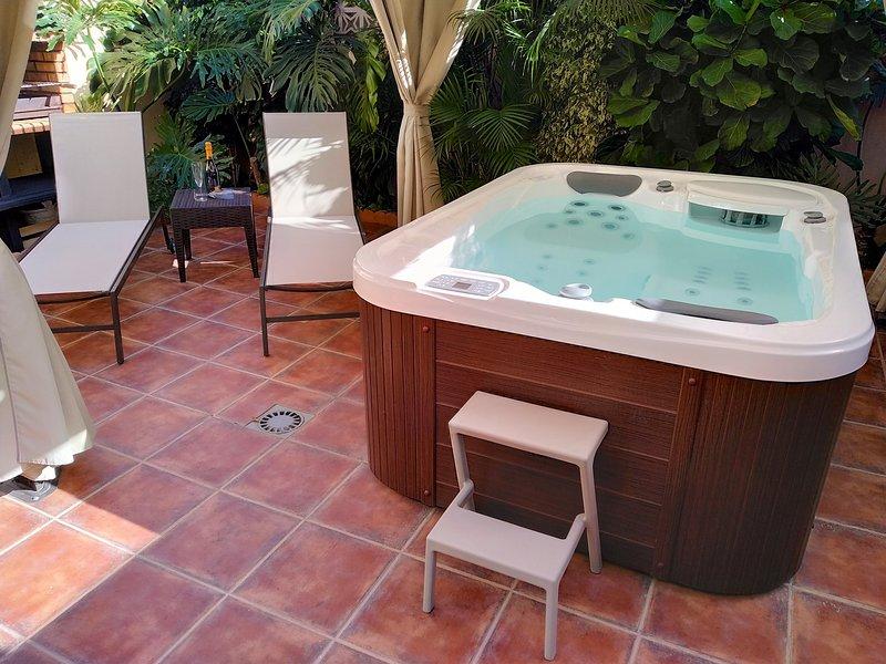 patio privato con vasca idromassaggio