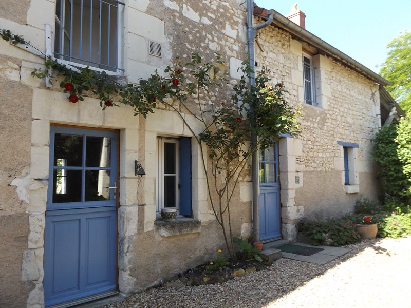 Charming Character Touraine House Sleeping 8 With Large Garden – semesterbostad i Les Ormes