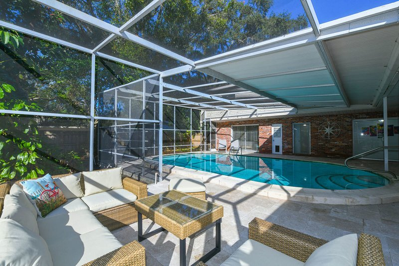 Renovated 3 bedms/2.5 bathms with pool close to Downtown, holiday rental in Sarasota