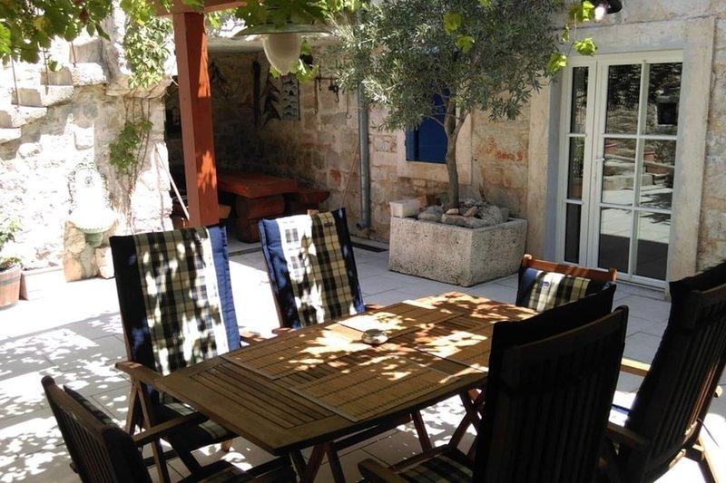 Vintage & luxury 4+2 apartment in a Villa Lantina, holiday rental in Betina