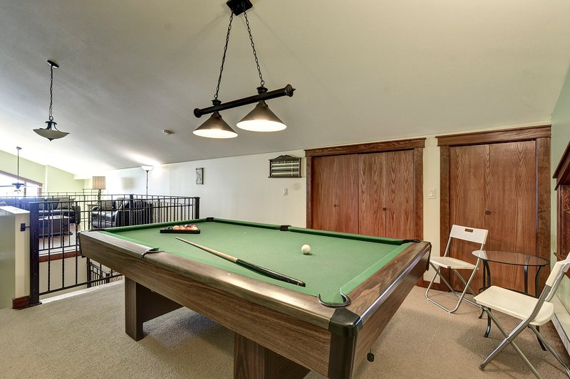 Amazing View - 3 Bedroom Plus Giant Loft/Games Room and Pool Table, vacation rental in Big White