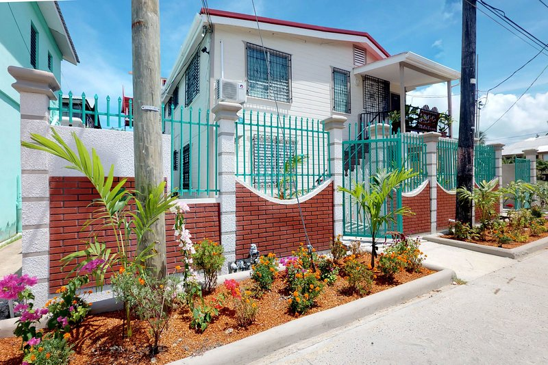 New listing! Two aparments w/ central location near parks, coast & restaurants, holiday rental in Belize City
