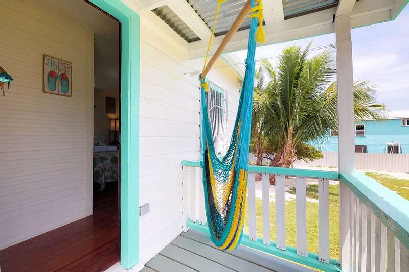 Colorful studio cabana w/ WiFi, partial AC, yard & picnic area - walk to town!, holiday rental in Caye Caulker