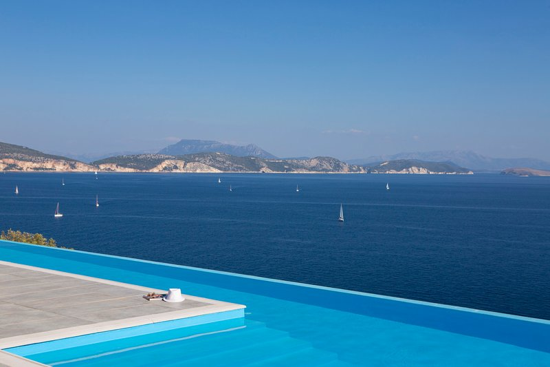 Villa Massalia - Infinity Lap Pool with Majestic Seaview, location de vacances à Sivota