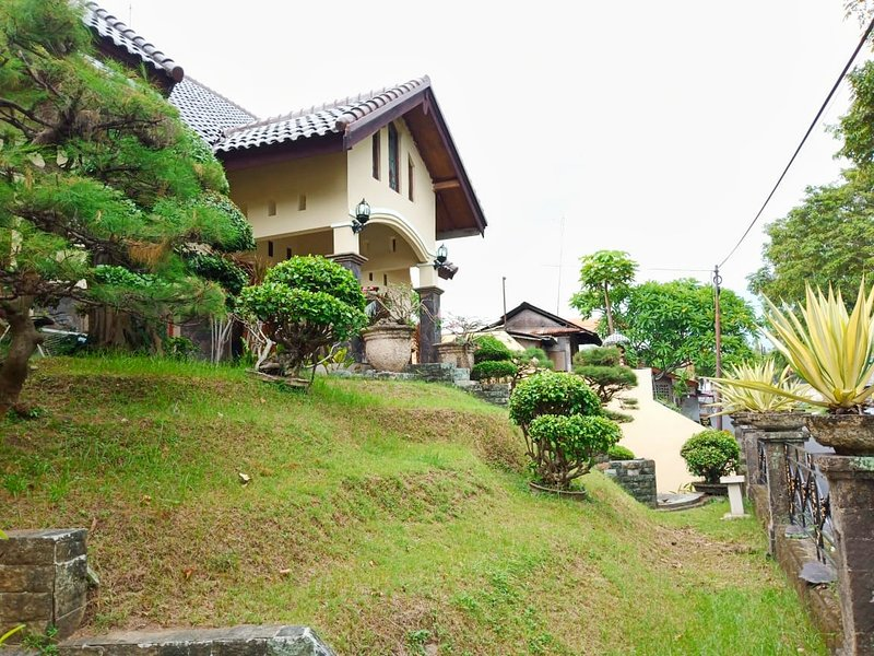 Terrace House: comfort in the heart of Bali, holiday rental in Dangin Puri