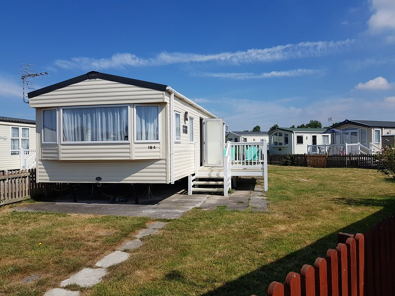 184 Unity - 8 Berth Caravan to Rent - Award Winning Resort, Ferienwohnung in Bleadon
