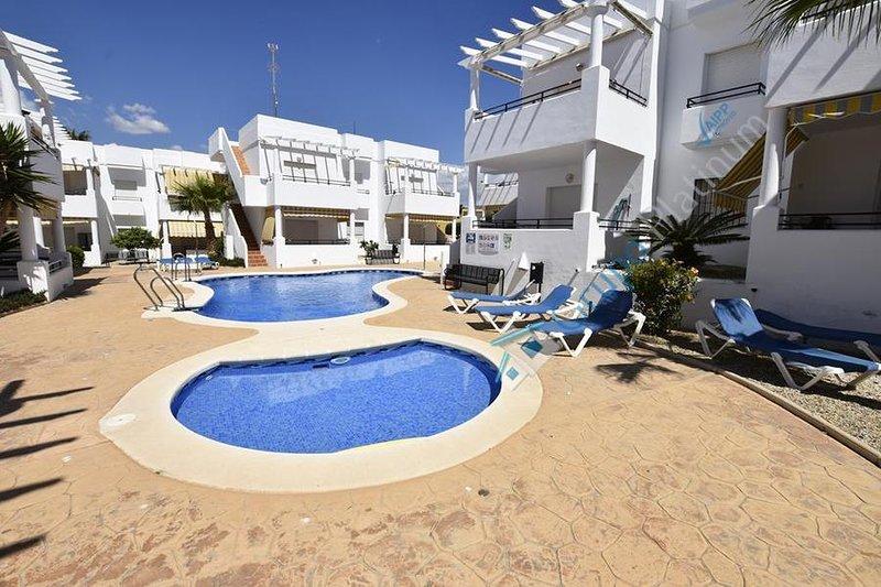 16P  Penthouse property overlooking pool, alquiler de vacaciones en Pulpí