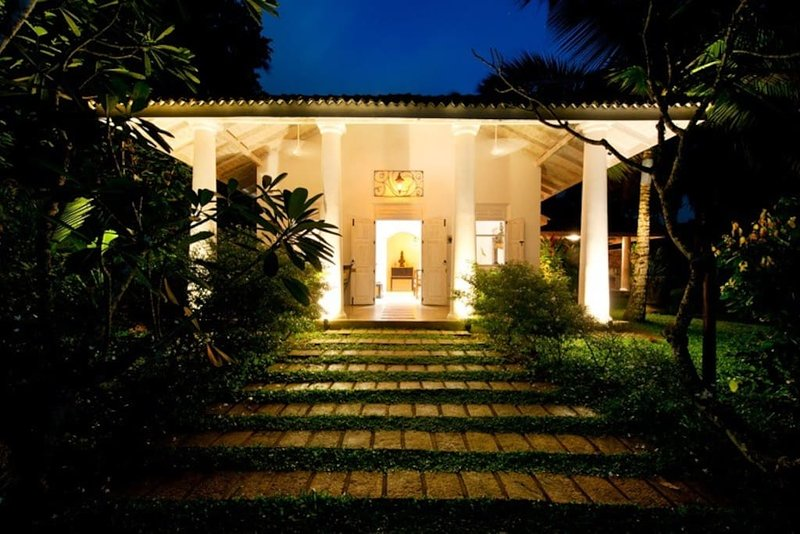 Grand Suite in Villas Gabrielle, a luxury colonial style villa in Ahangama, holiday rental in Ahangama