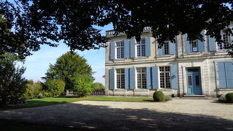Chateau De Charras Main Courtyard View