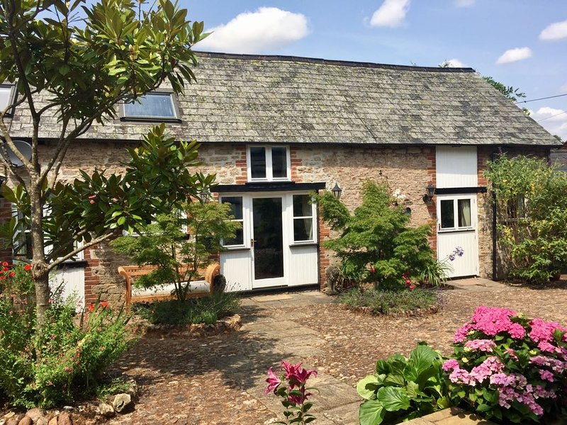 The Barn at The Old Golden Lion in conservation village of Kentisbeare., holiday rental in Uffculme