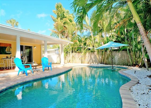 Coral Breeze (A) Perfect 2 bedroom/2 bathroom with private pool! Pet friendly, holiday rental in Anna Maria Island