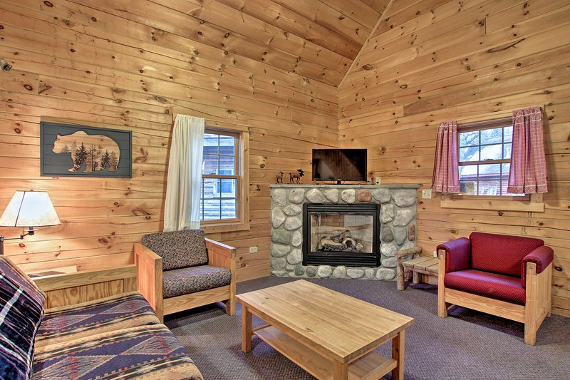 Cozy Retreat w/ Porch & Double JJ Resort Access!, location de vacances à Oceana County