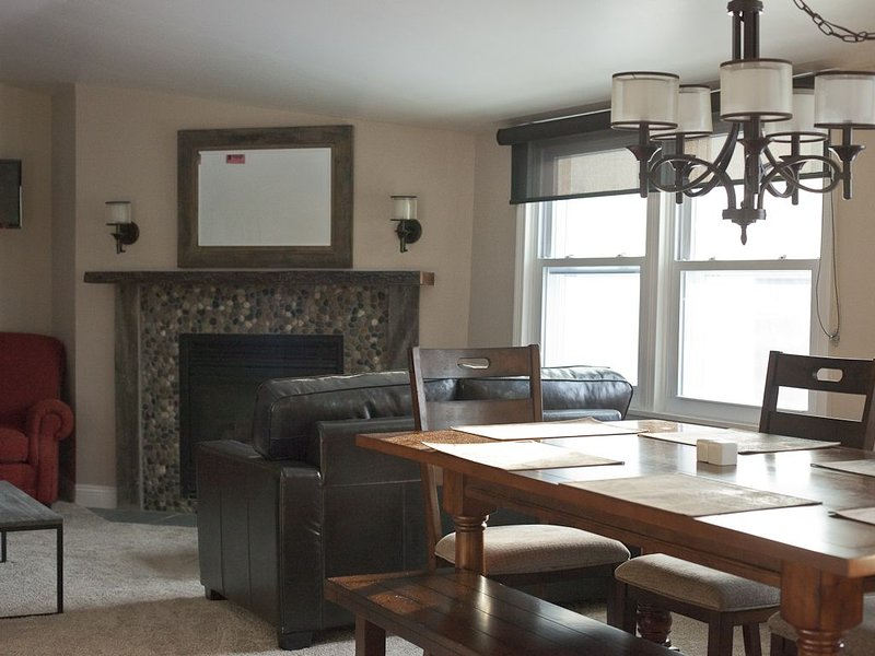 Sunny 3 Bedroom, Slope-side with views., holiday rental in Underhill Center