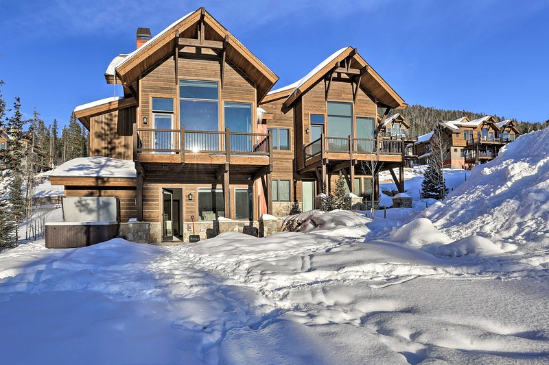 This gorgeous ski nook offers 3 bedrooms and 3.5 bathrooms.