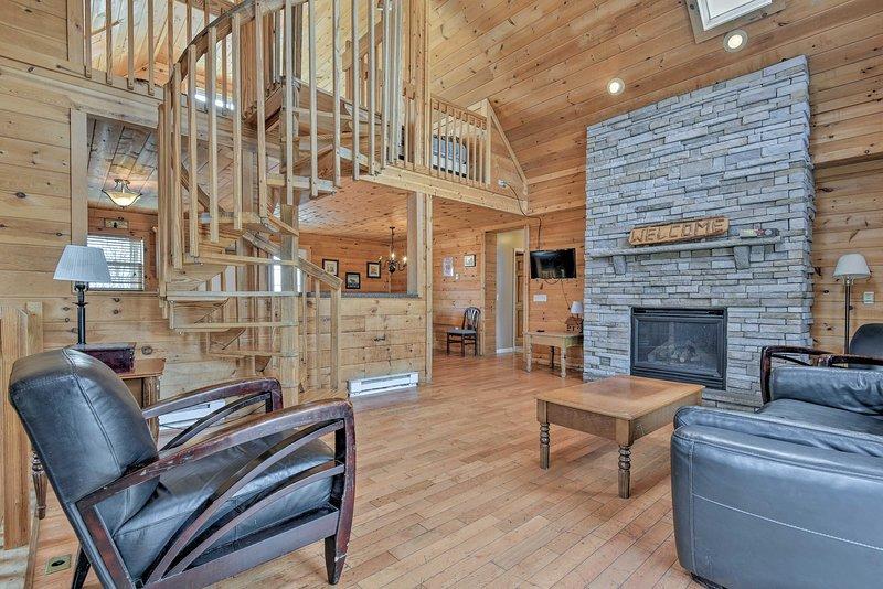 Descontraia nesta luxuosa casa de férias com 7 quartos e 3 casas de banho em Blakeslee.