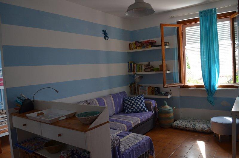 Delizioso appartamento vista mare, vicinissimo alla spiaggia, vacation rental in Rio Nell'Elba