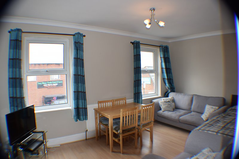 2 Bedroom apartment, 7 minute. walk to tube station, 20 min. City centre, casa vacanza a Chingford