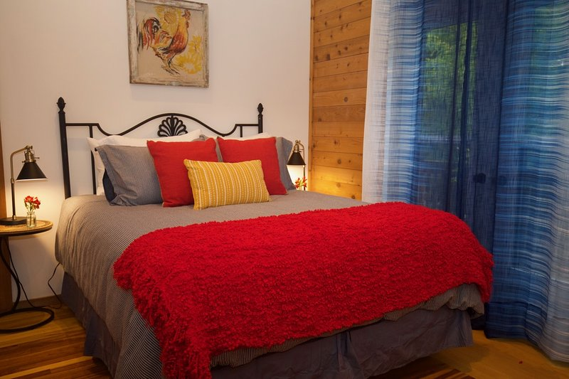 Runaway Rooster B&B - The Roost, holiday rental in Consecon